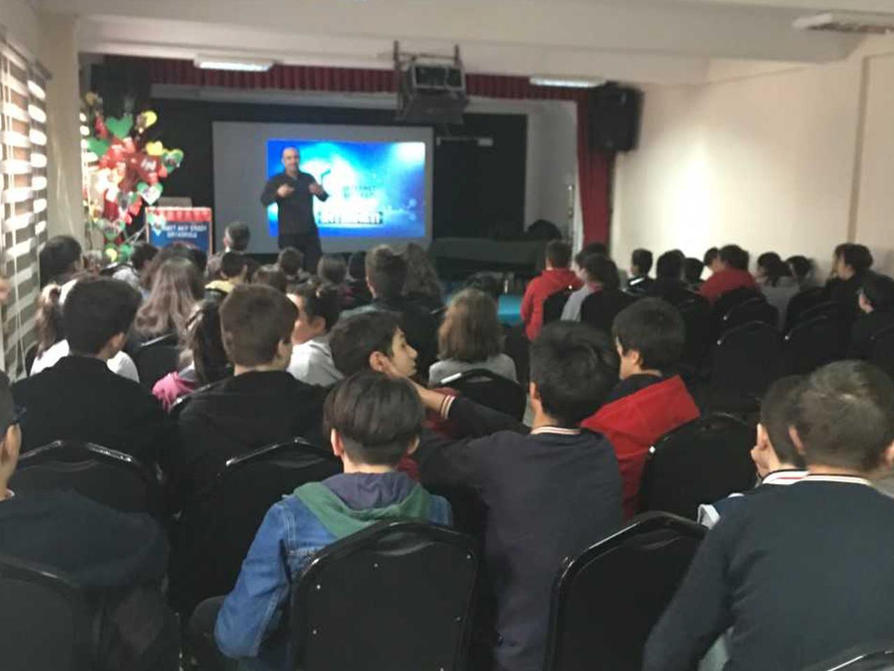 Trabzon Mehmet Akif Ersoy Ortaokulunda, Bilinçli Ve Güvenli İnternet Semineri