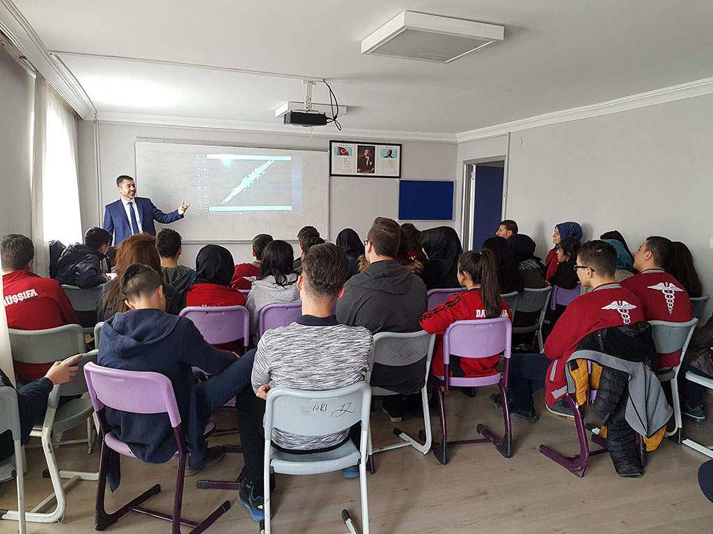 Ankara Daruşşifa Mogan Mesleki ve Teknik Anadolu Lisesi'nde Bilinçli ve Güvenli İnternet Semineri