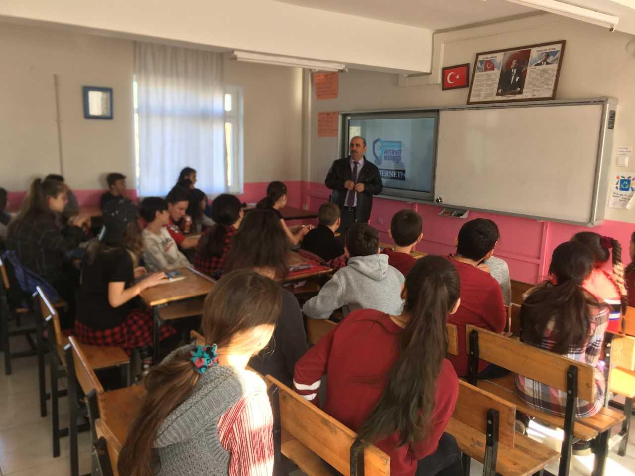 Samsun Tekkeköy Kerimbey Ortaokulun'da Bilinçli Ve Güvenli İnternet Semineri