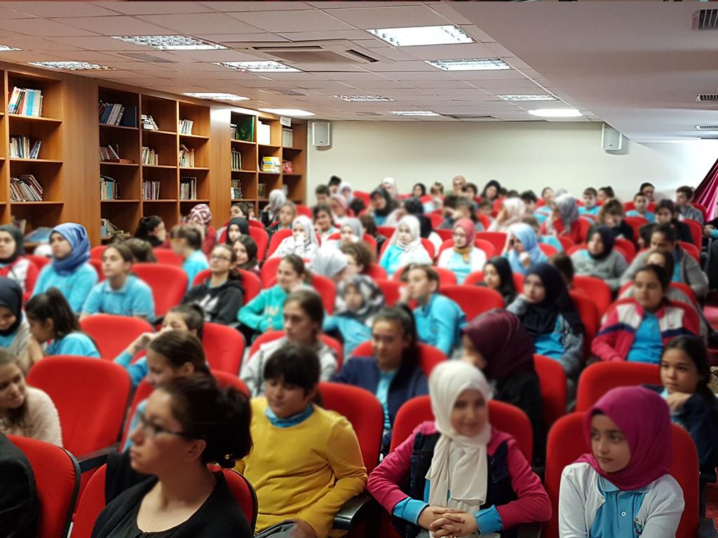 İstanbul Zeytinburnu TOKİ Seyit Nizam Şehit Semih Balaban İmam-Hatip Ortaokulu'nda Bilinçli ve Güvenli İnternet Semineri