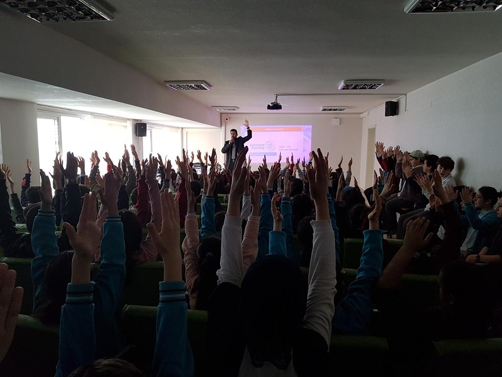 Ankara Gölbaşı T.E.K. Ortaokulu'nda Bilinçli ve Güvenli İnternet Semineri