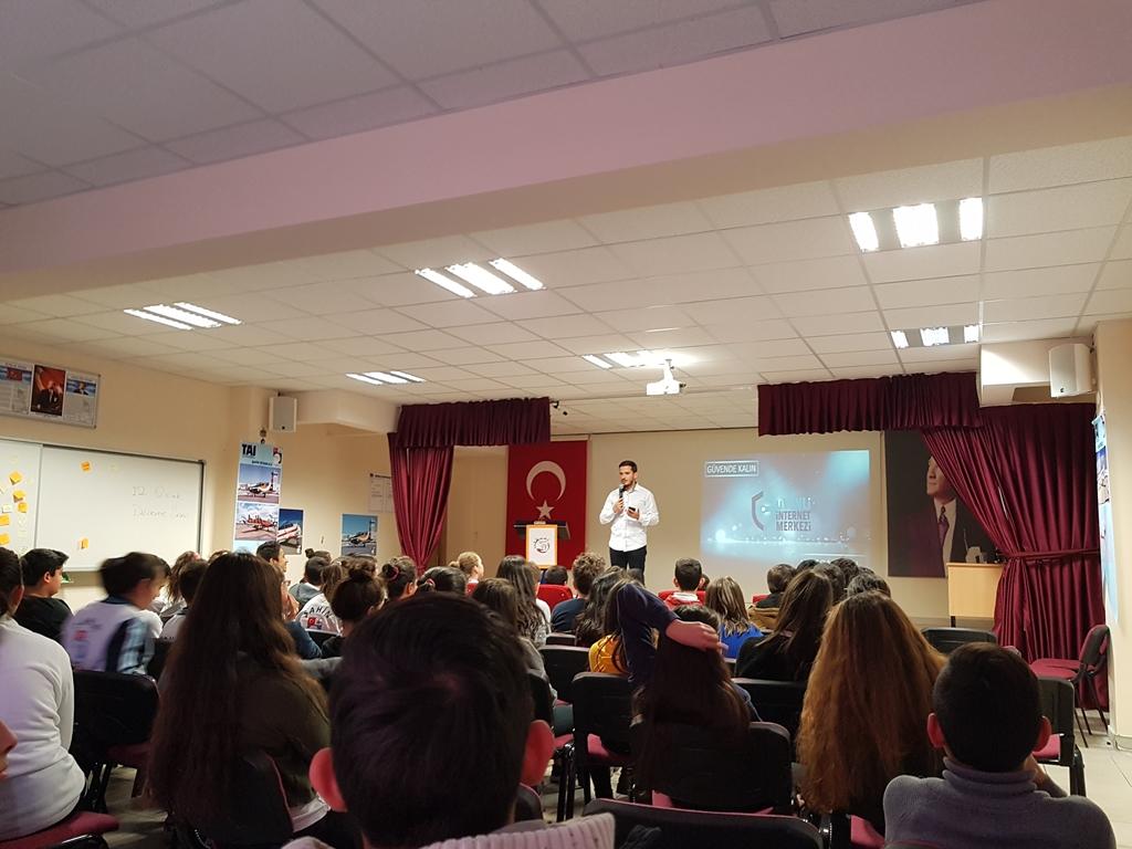 Ankara Kahramankazan Şahin Ortaokulu'nda Bilinçli ve Güvenli İnternet Semineri
