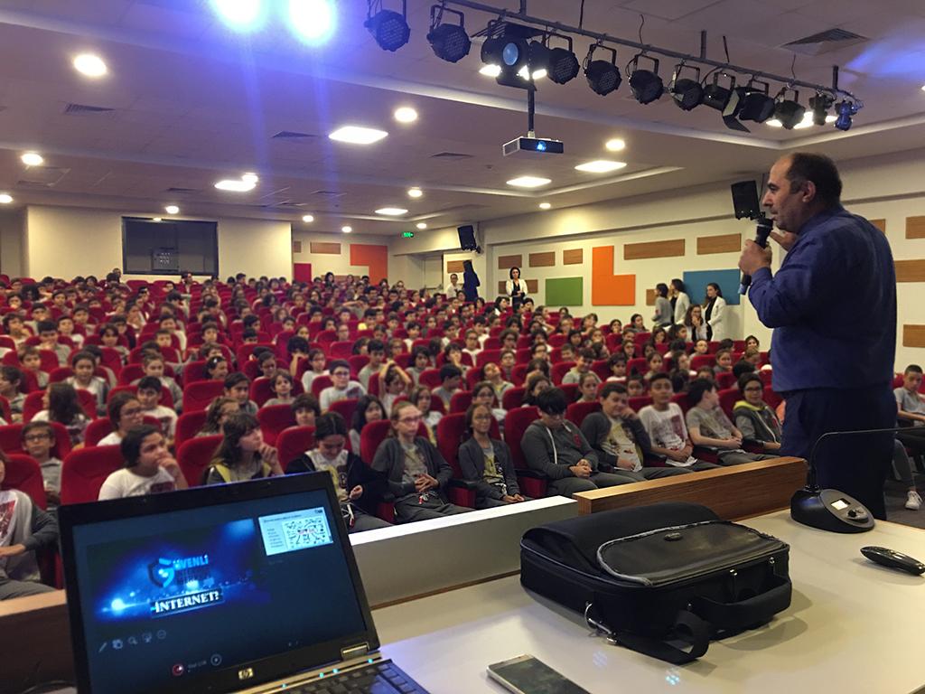 Samsun 19 Mayıs Özel Bahçeşehir Ortaokulu'nda Bilinçli ve Güvenli İnternet Semineri