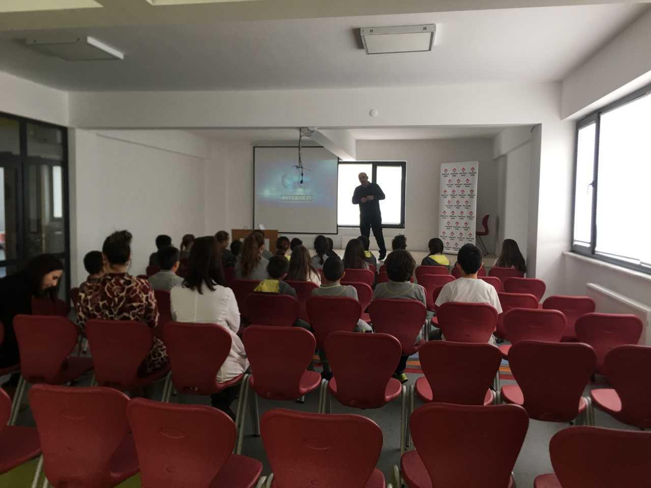 Sinop Özel Bahçeşehir Ortaokulunda, Bilinçli Ve Güvenli İnternet Semineri