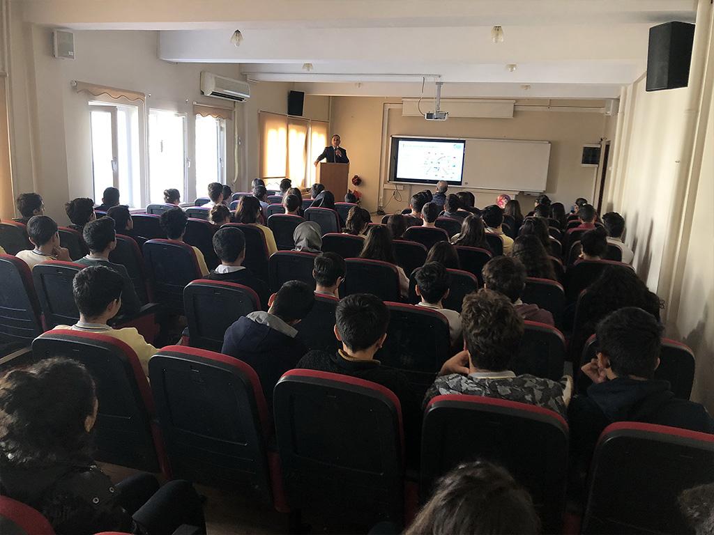 Diyarbakır Selahattin Eyyubi Anadolu Lisesi'nde Bilinçli ve Güvenli İnternet Semineri