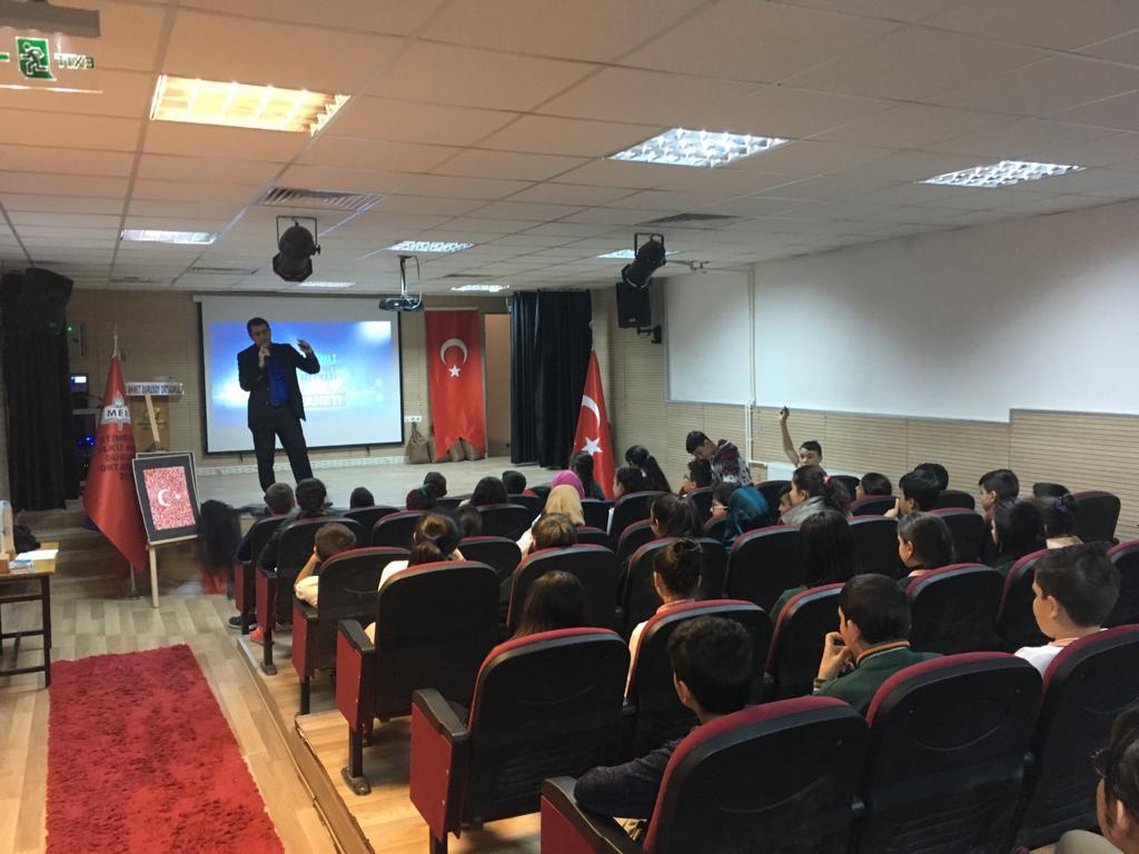 Ankara Etimesgut Ülkü Ahmet Durusoy Ortaokulunda, Bilinçli Ve Güvenli İnternet Semineri