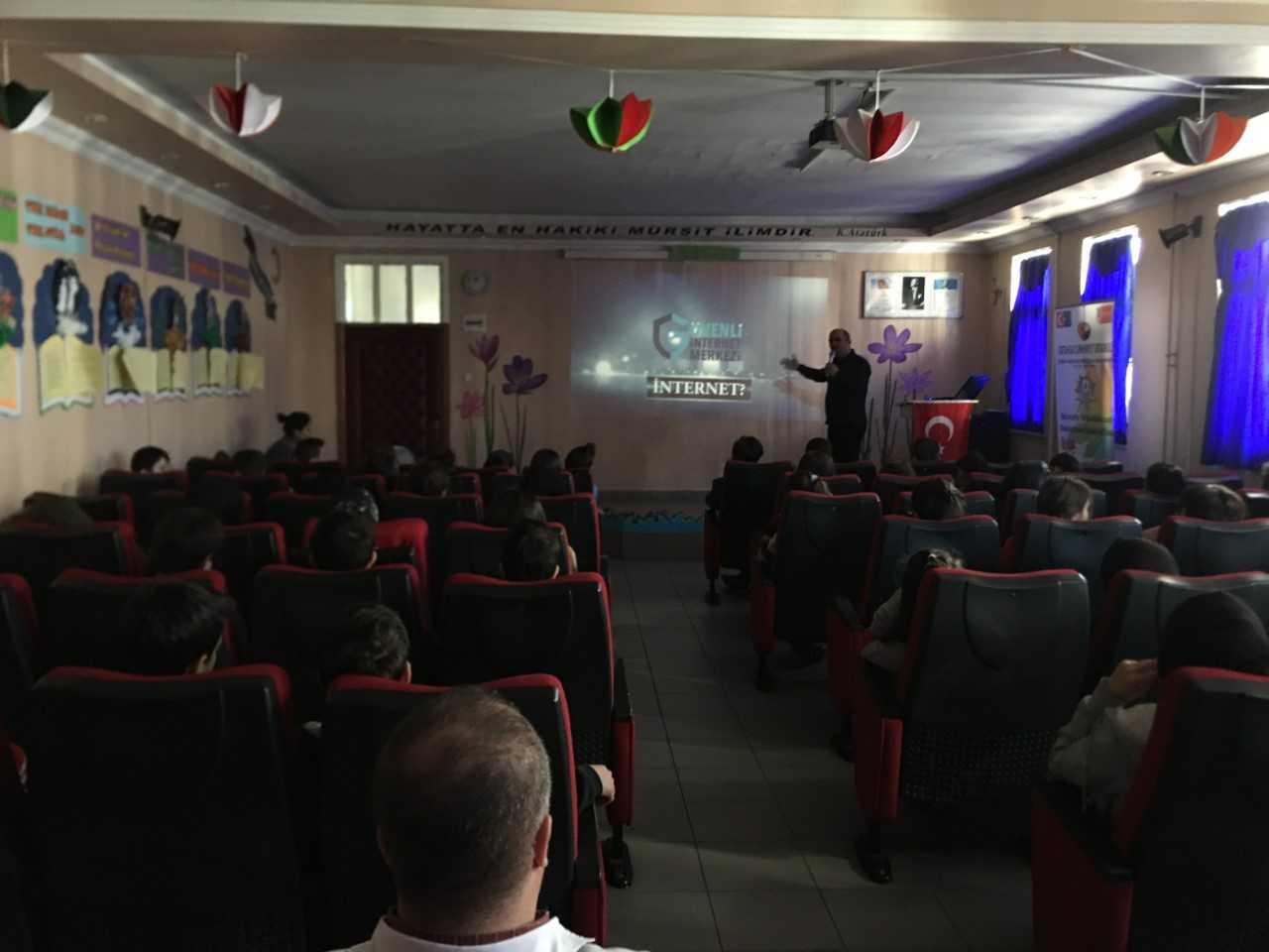 Trabzon Cumhuriyet Ortaokulunda, Bilinçli Ve Güvenli İnternet Semineri