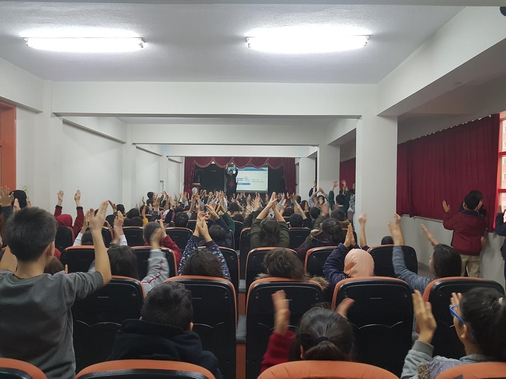 Ankara Şehit Hüseyin Köksal Ortaokulu'nda Bilinçli ve Güvenli İnternet Semineri