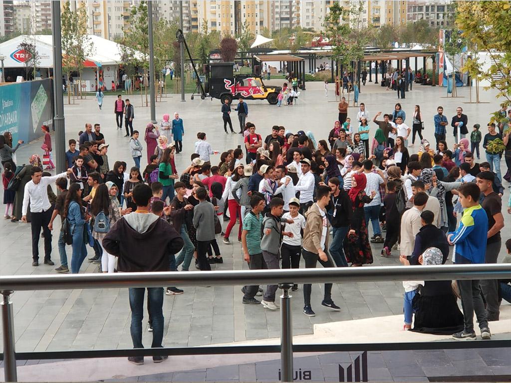 Güvenli İnternet Tırı Diyarbakır Ziraat Gençlik Festivali'nde