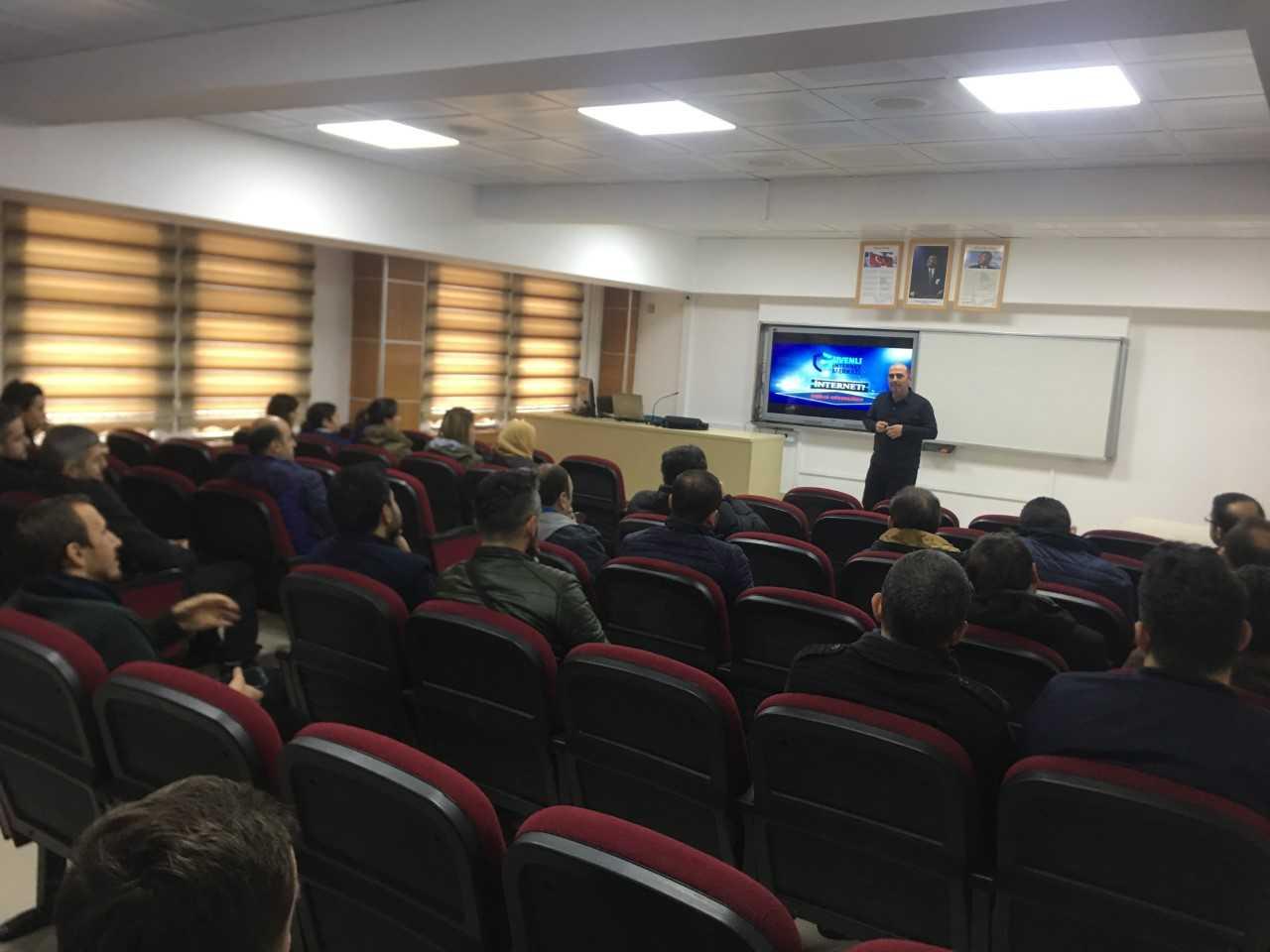 Ordu Ünye İlçe Milli Eğitim Müdürlüğü  Bilişim Teknolojileri Öğretmenlerine, Bilinçli Ve Güvenli İnternet Semineri