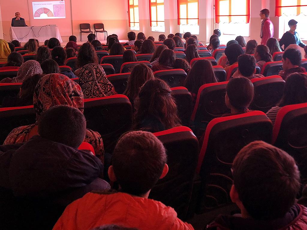 Diyarbakır Neşet Ertaş Anadolu Lisesi'nde Bilinçli ve Güvenli İnternet Semineri