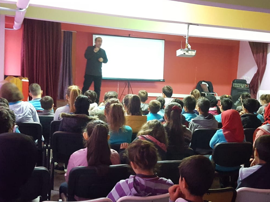Çorum Kargı Şehit Hasan Bahçevan Ortaokulu'nda Bilinçli ve Güvenli İnternet Semineri