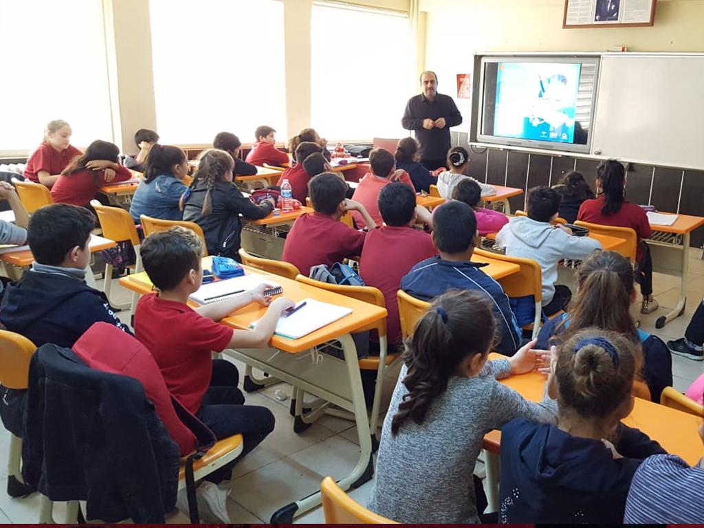 Çorum Kargı Yunus Emre Ortaokulu'nda Bilinçli ve Güvenli İnternet Semineri