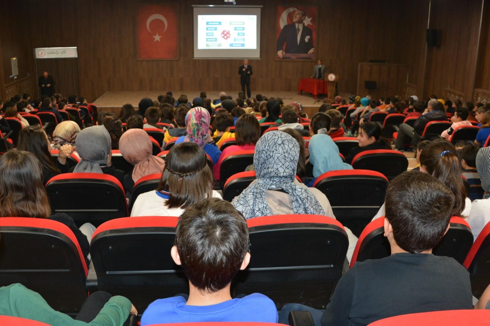 Kütahya Gediz Mehmetçik Ortaokulunda, Bilinçli ve Güvenli İnternet Semineri