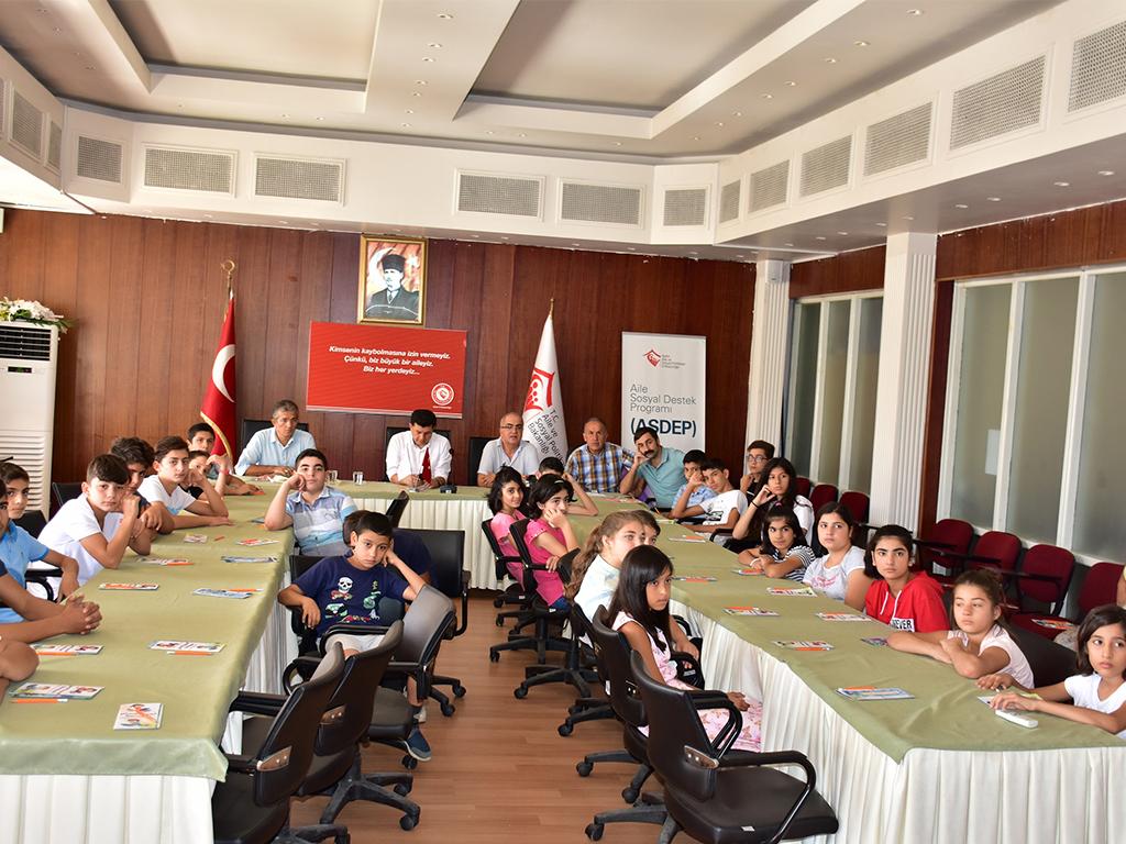 Aydın İli Aile, Çalışma ve Sosyal Hizmetler İl Müdürlüğünde Bakıma Muhtaç Çocuklara Yönelik Seminer