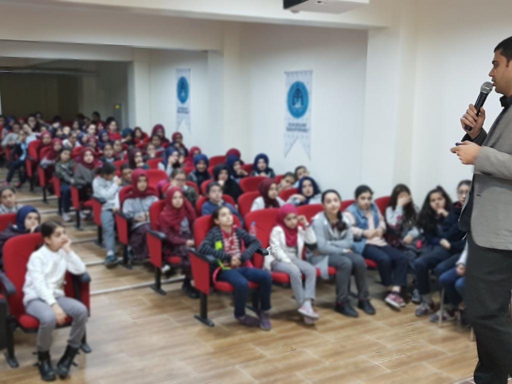 İstanbul Sultan Abdülhamit İmam Hatip Ortaokulu'nda Bilinçli ve Güvenli İnternet Semineri