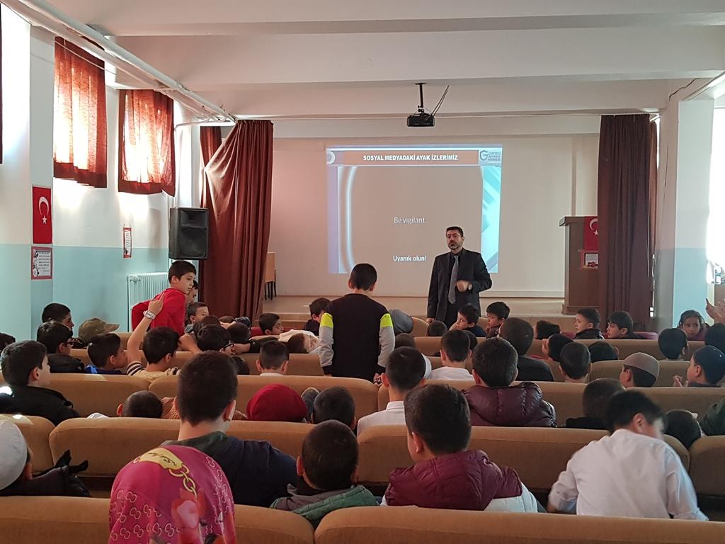 Ankara Gölbaşı Karaali Fatih Sultan Mehmet İmam Hatip Ortaokulu'nda Bilinçli ve Güvenli İnternet Semineri