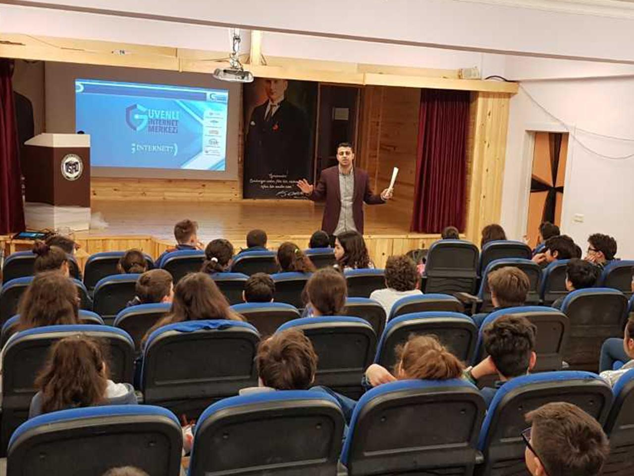 İstanbul Kadıköy Mehmet Sait Aydoslu Ortaokulunda, Bilinçli Ve Güvenli İnternet Semineri