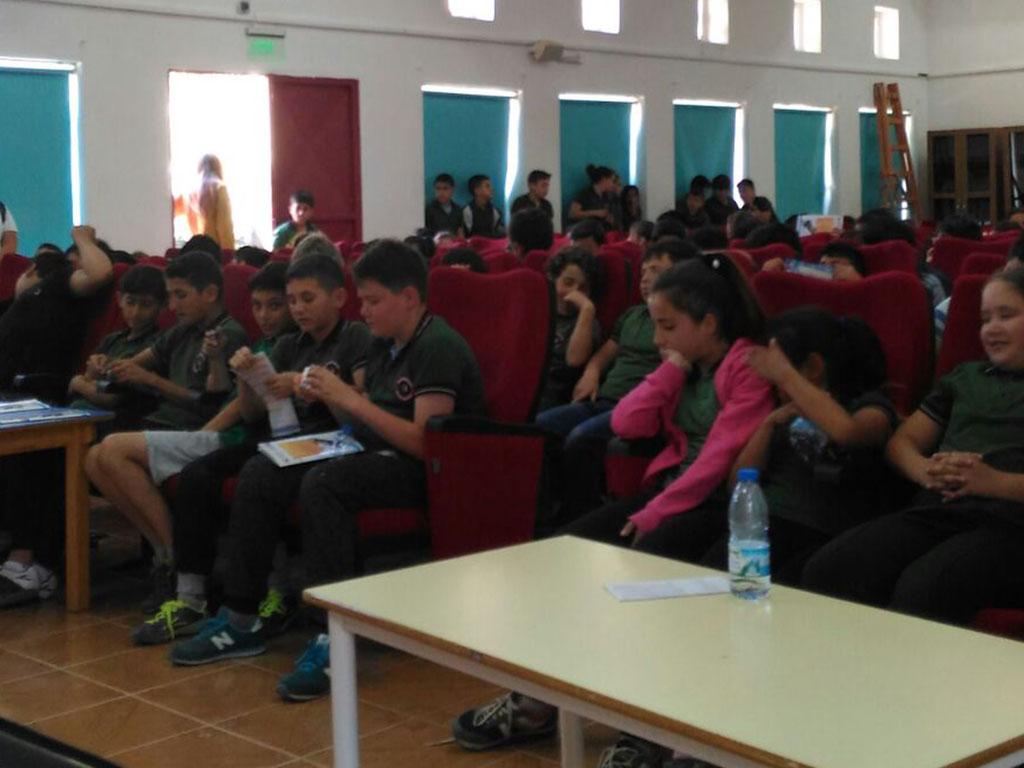 İzmir Karaburun İlçesi Karaburun Ortaokulu'nda Bilinçli ve Güvenli İnternet Semineri
