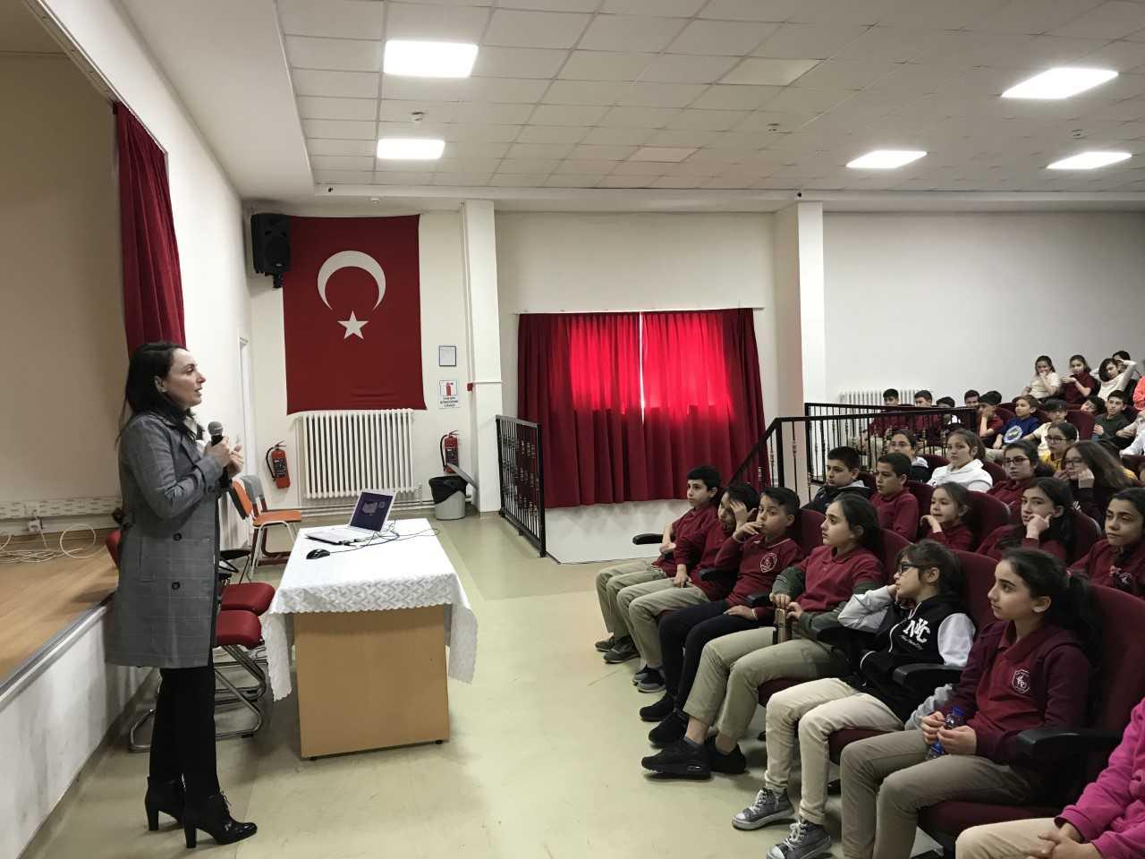 İstanbul  Kadıköy Faik Reşit Ünat  Ortaokulunda, Bilinçli Ve Güvenli İnternet Semineri
