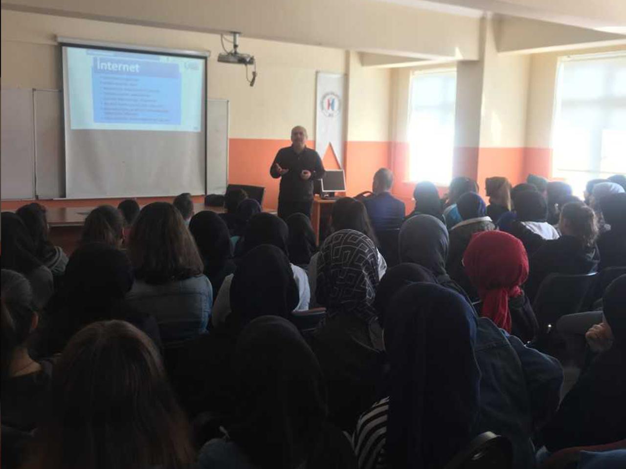 Trabzon  Karşıyaka İmam Hatip Ortaokulunda, Bilinçli Ve Güvenli İnternet Semineri