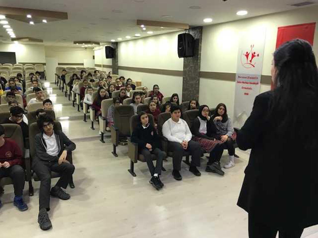 İstanbul Avcılar Borusan Oto Zehra Nurhan  Ortaokulunda, Bilinçli Ve Güvenli İnternet Semineri