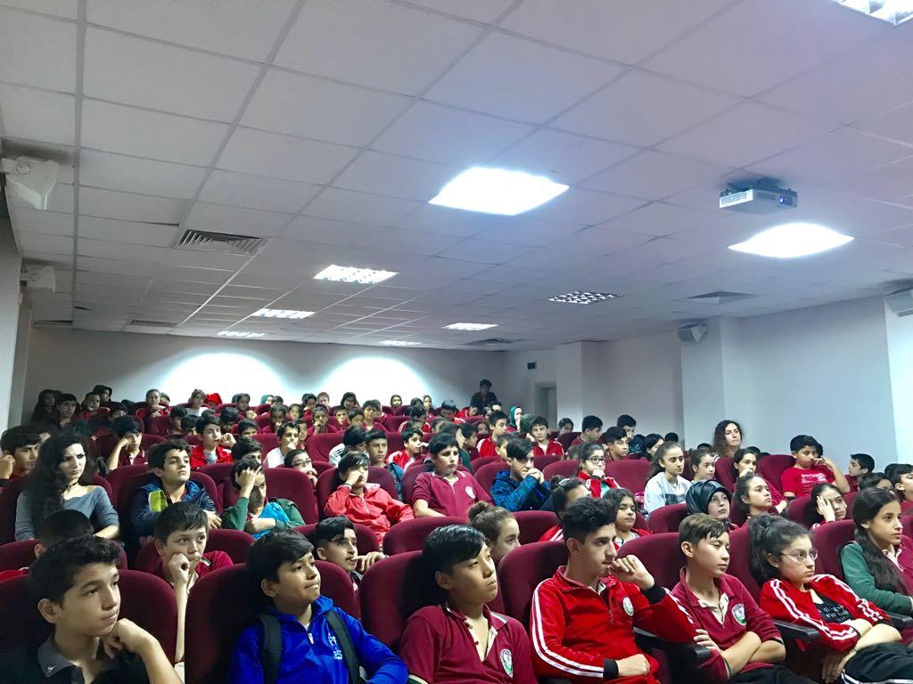 İstanbul Zeytinburnu Şehit Cihan Karagöz Ortaokulu'nda Bilinçli ve Güvenli İnternet Semineri