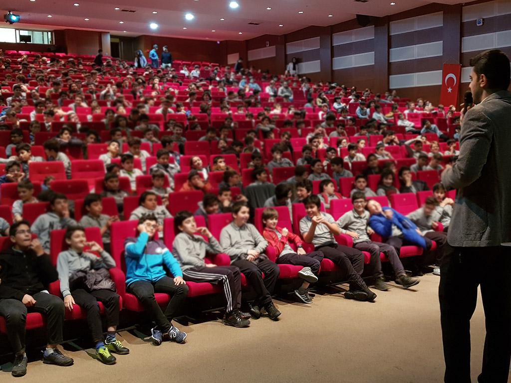 İstanbul Başakşehir M. Emin Saraç İmam-Hatip Ortaokulu'nda Bilinçli ve Güvenli İnternet Semineri