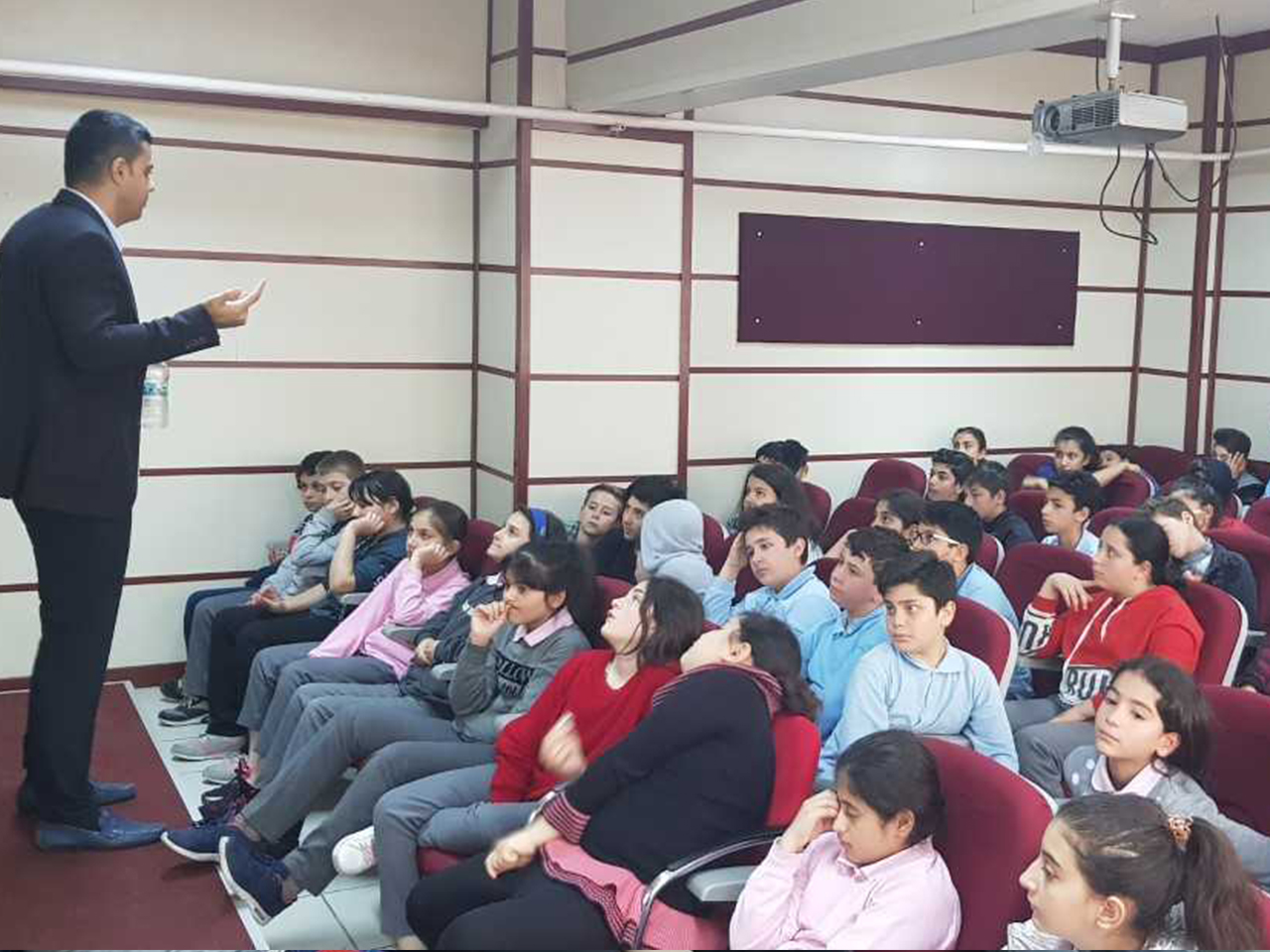 İstanbul Avcılar Alsancak Ortaokulunda, Bilinçli Ve Güvenli İnternet Semineri