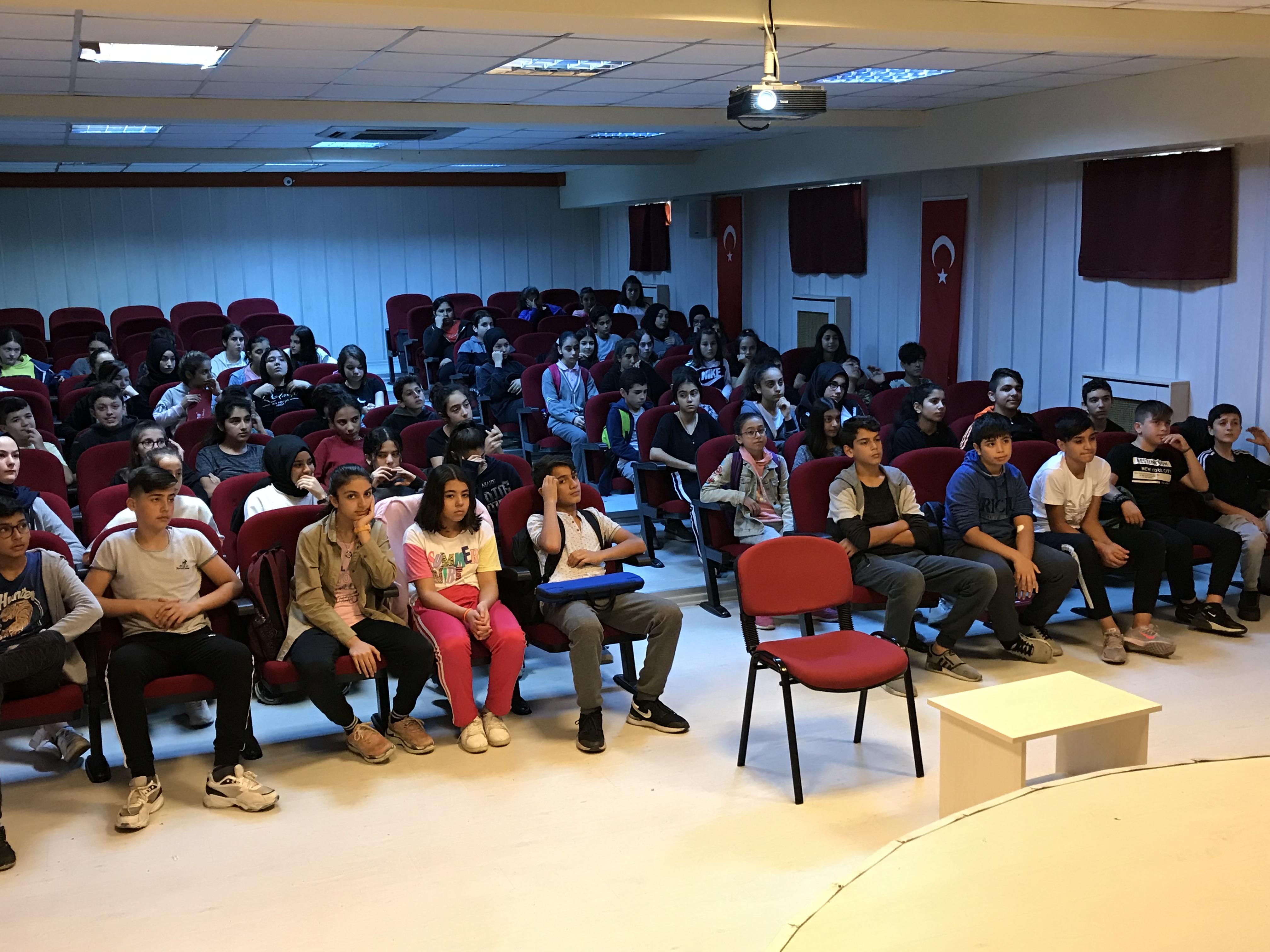İstanbul Kemendere İsmet Süzer Ortaokulunda, Bilinçli Ve Güvenli İnternet Semineri