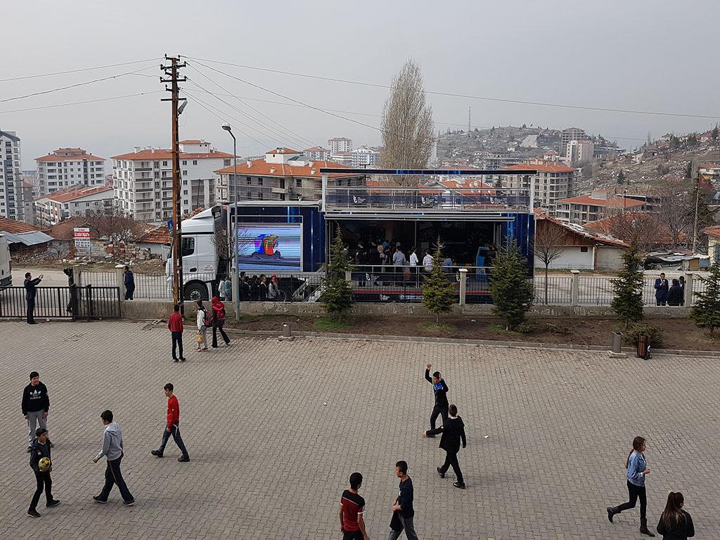 Güvenli İnternet Tırı Ankara Altındağ Osman Gazi Ortaokulunda