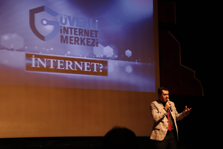 Ankara Çankaya Sınav Kolejinde Velilere, Bilinçli Ve Güvenli İnternet Semineri