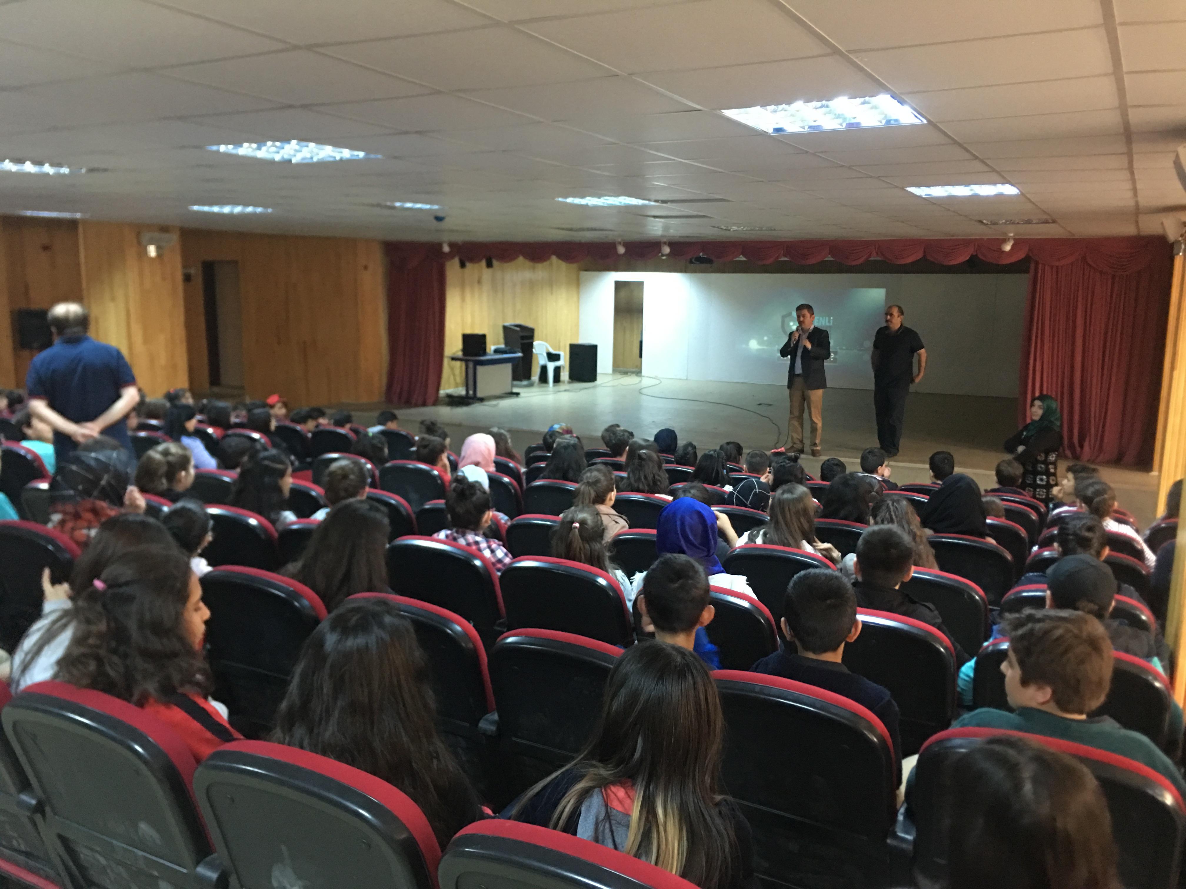 Çorum Mehmet Akif Ersoy Ortaokulunda, Bilinçli Ve Güvenli İnternet Semineri