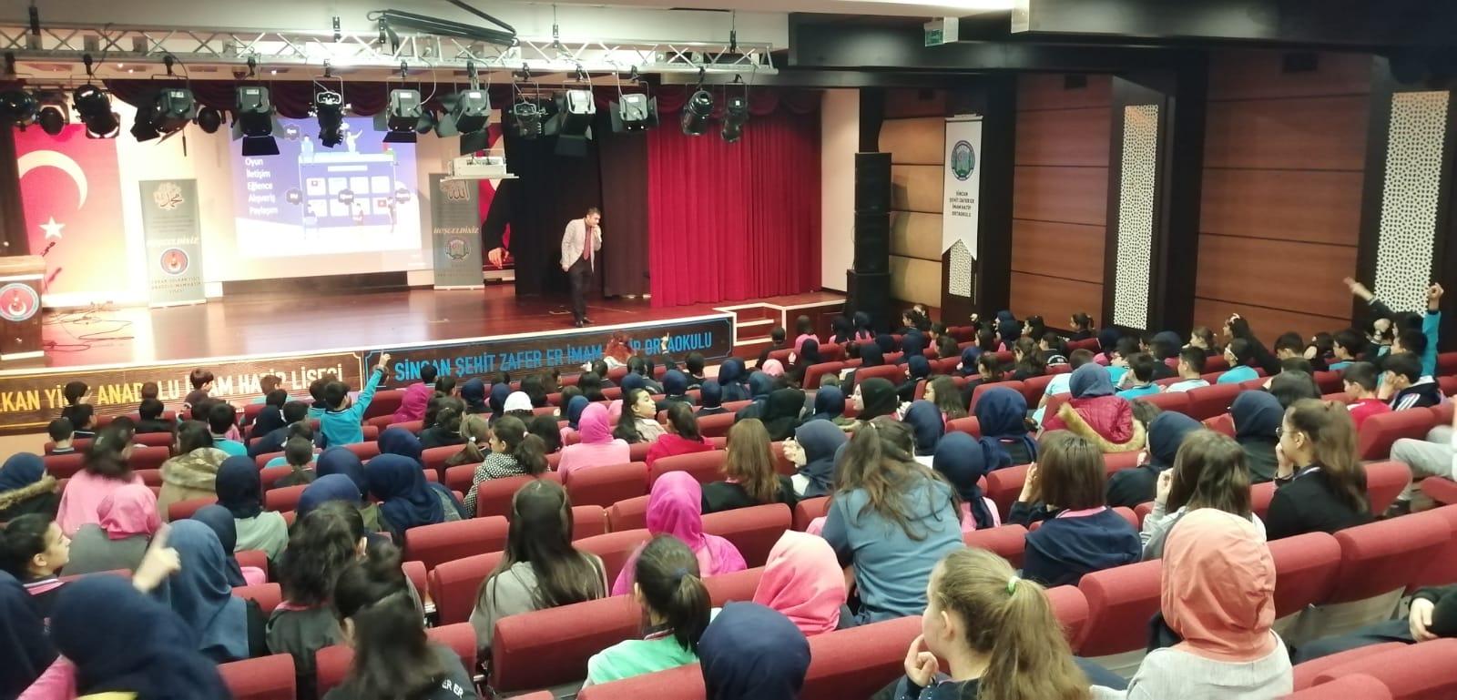 Ankara Sincan Şehit Zafer Er İmam Hatip Ortaokulu'nda, Bilinçli ve Güvenli İnternet Semineri