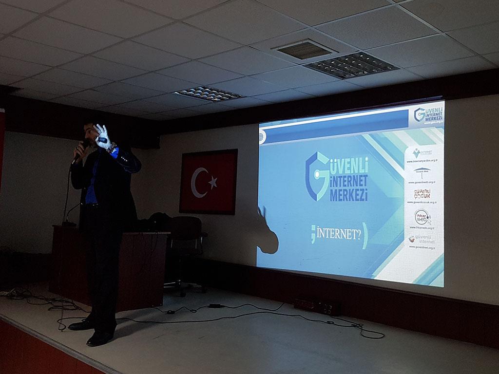 Ankara Gölbaşı Zübeyde Hanım Mesleki Ve Teknik Anadolu Lisesi'nde Bilinçli ve Güvenli İnternet Semineri