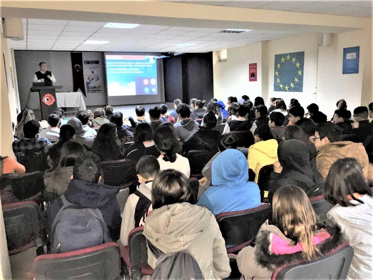 Mersin Toroslar Hüseyin Güvercin Ortaokulun'da, Bilinçli Ve Güvenli İnternet Semineri