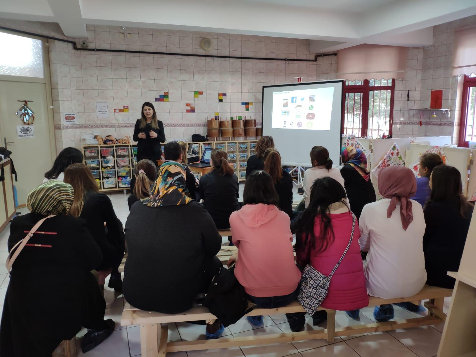 Ankara Sincan Lale Anaokulu Öğrenmen ve Velilere, Bilinçli ve Güvenli İnternet Semineri
