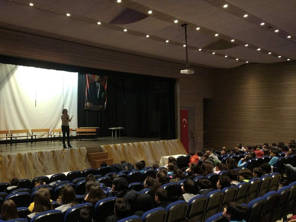 İstanbul Başakşehir İBB Akşemsettin Ortaokulu'nda Bilinçli ve Güvenli İnternet Semineri