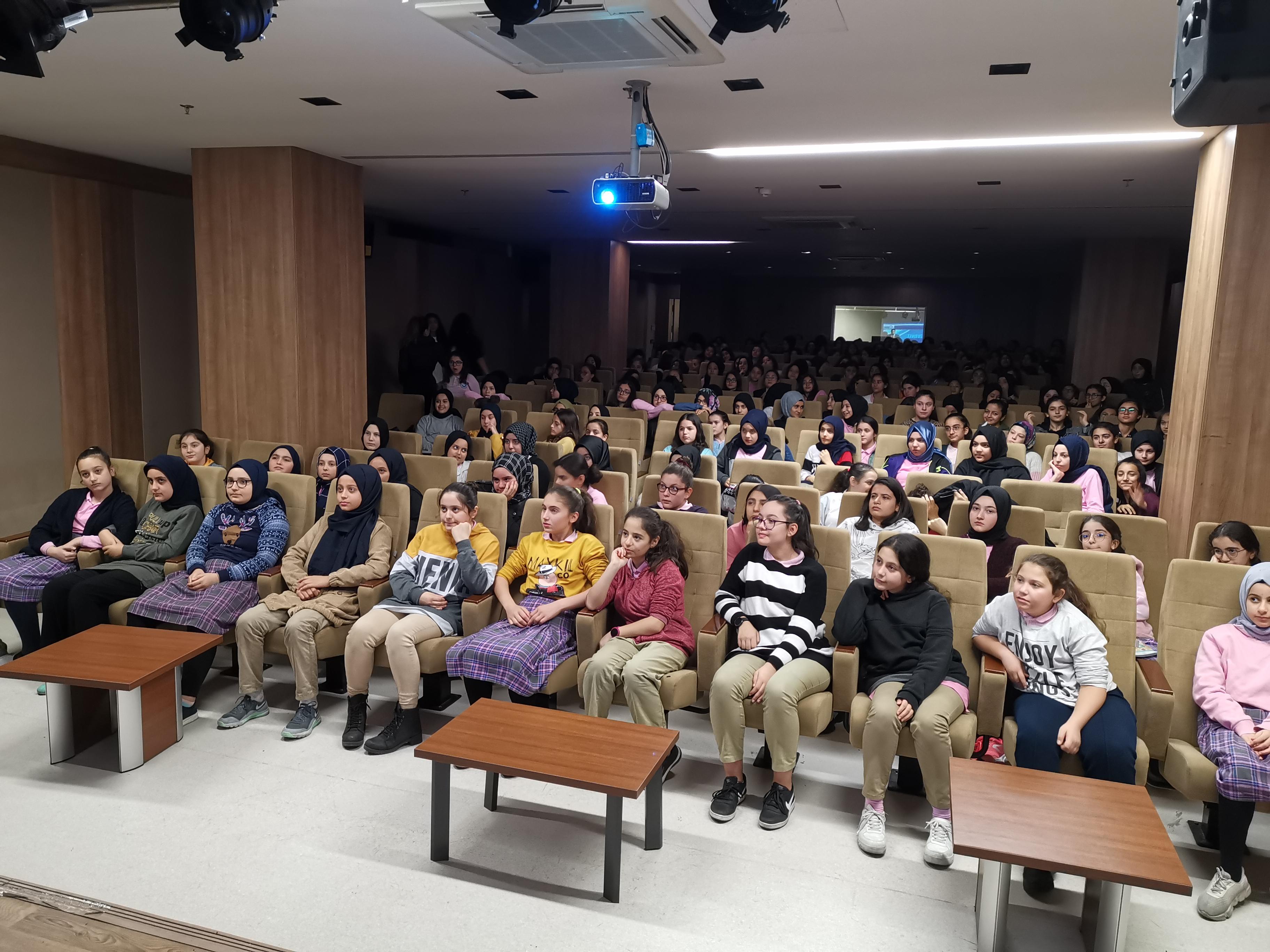 İstanbul Sultanbeyli Şehit Vahit Kaşıkçıoğlu İmam-Hatip Ortaokulunda, Bilinçli ve Güvenli İnternet Semineri