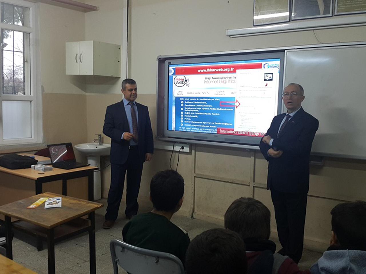 İzmir Menderes Oğlananası Ortaokulunda, Bilinçli Ve Güvenli İnternet Semineri