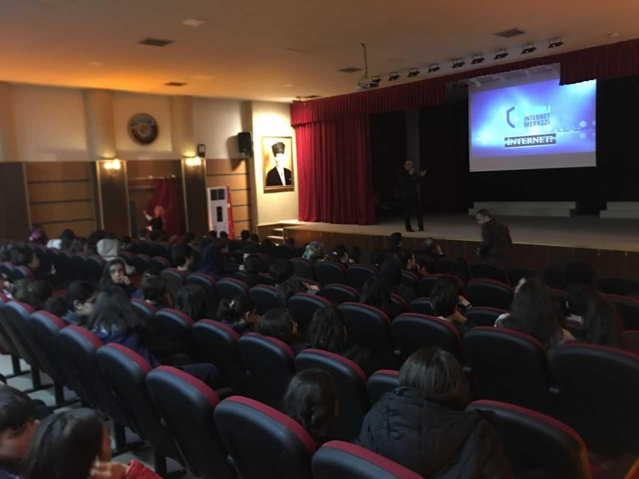 Trabzon Bedri Rahmi Eyüboğlu Ortaokulunda, Bilinçli Ve Güvenli İnternet Semineri