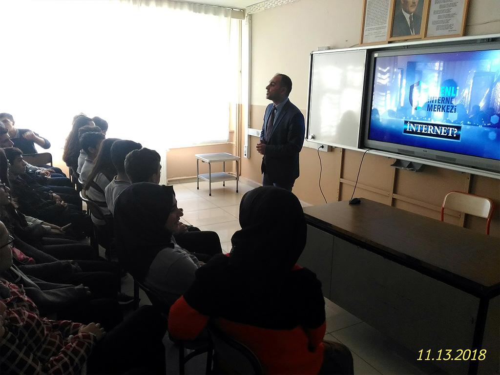 Diyarbakır 70. Yıl sağlık Meslek Lisesi'nde Bilinçli ve Güvenli İnternet Semineri