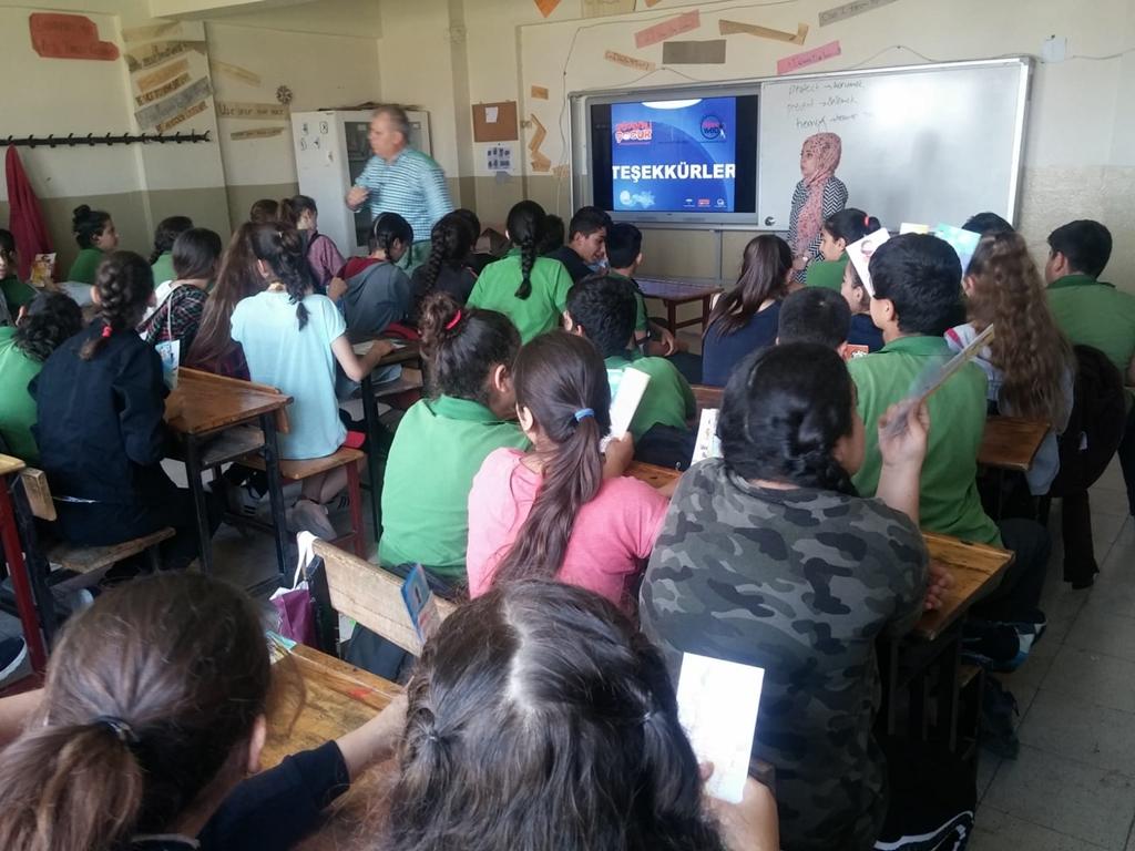 Antakya Demirbilek Ortaokulu'nda Bilinçli ve Güvenli İnternet Semineri