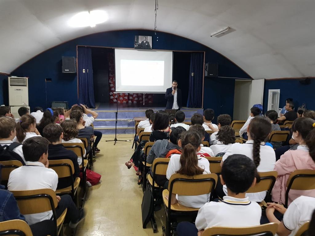 Bakırköy Aybars Ak Ortaokulu'nda Bilinçli ve Güvenli İnternet Semineri