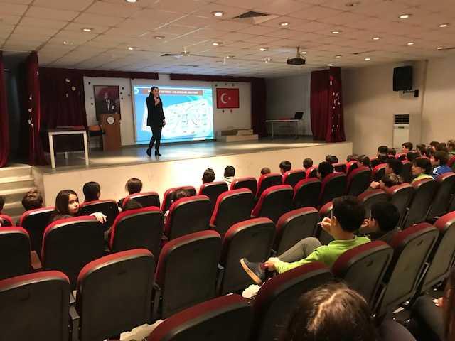 İstanbul Avcılar TOKİ Salih Şükriye Yoluç Ortaokulunda Bilinçli Ve Güvenli İnternet Semineri
