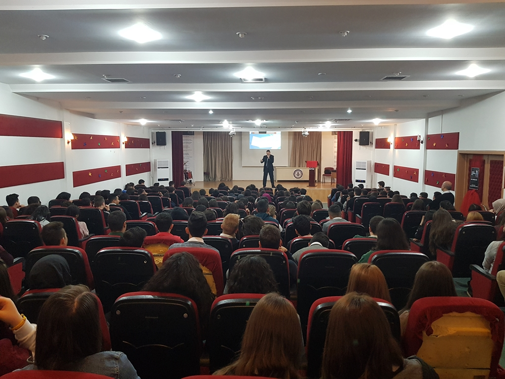 Ankara Gölbaşı Dr. Şerafettin Tombuloğlu Anadolu Lisesi'nde Bilinçli ve Güvenli İnternet Semineri