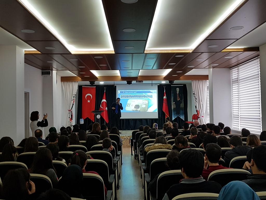 Ankara Bahçelievler Deneme Anadolu Lisesi'nde Bilinçli ve Güvenli İnternet Semineri