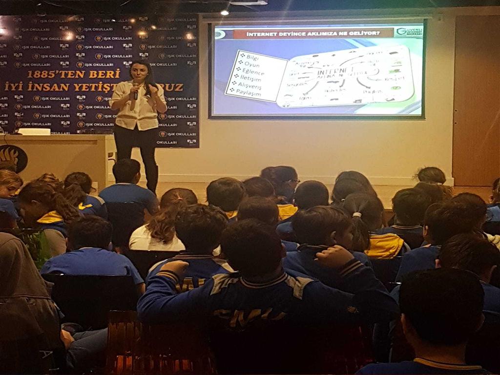 İstanbul Feyziye Mektepleri Vakfı Özel Ayazağa Işık Ortaokulunda, Bilinçli Ve Güvenli İnternet Semineri