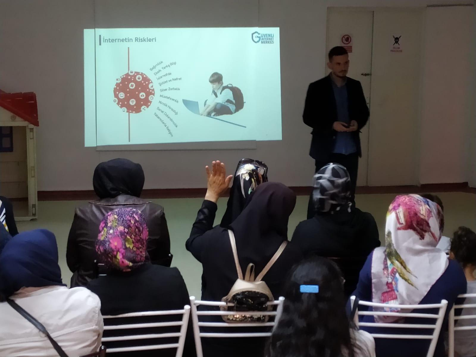 Ankara Etimesgut Şehit Akif Kapaklı Anaokulunda, Bilinçli Ve Güvenli İnternet Semineri