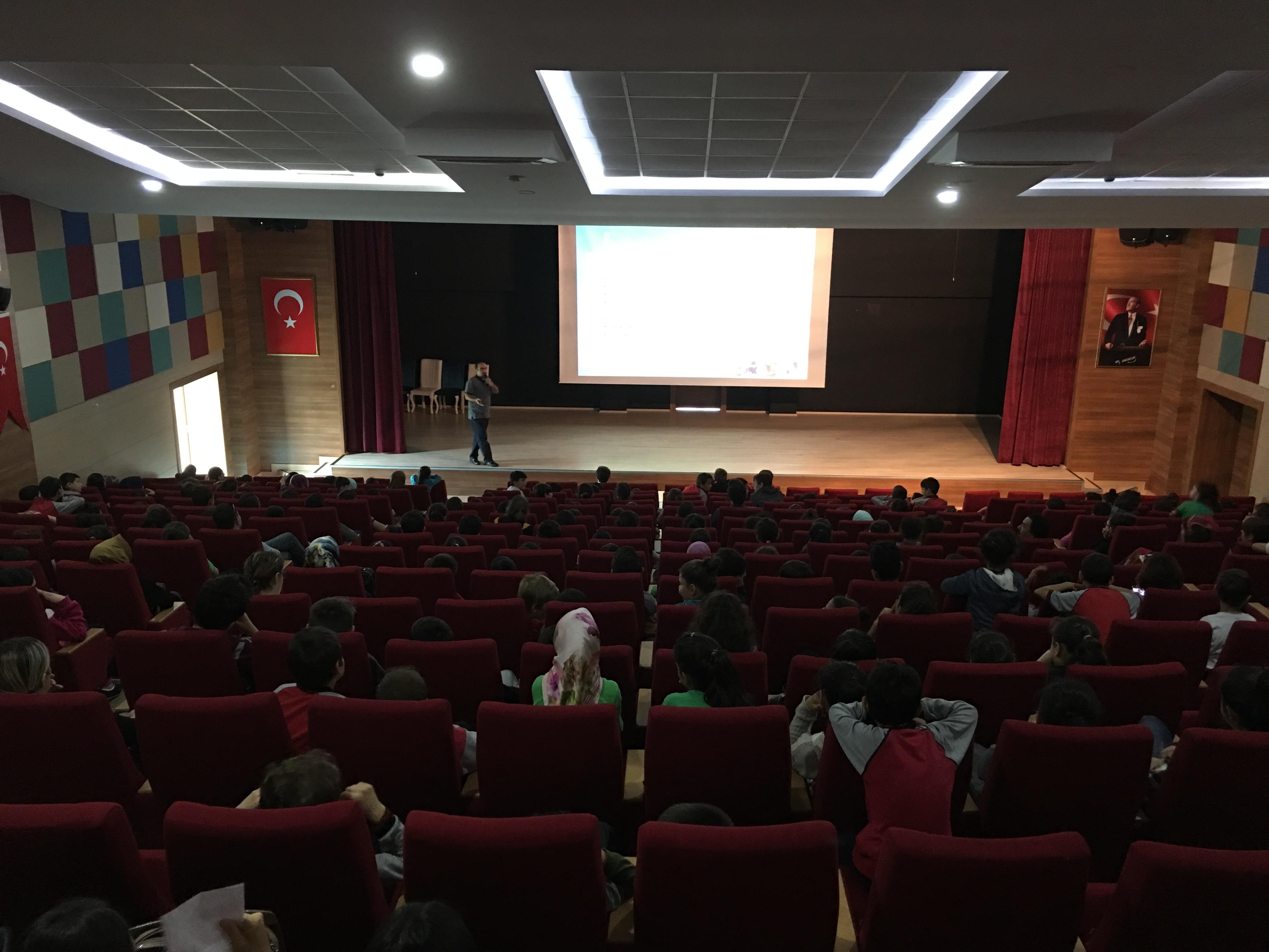 Artvin Hopa Atatürk Ortaokulu ve Hopa İmam-Hatip Ortaokulu'nda Bilinçli ve Güvenli İnternet Semineri